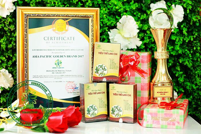 Tiêu Trĩ Lan Chi nhận giải thưởng thương hiệu nổi tiếng